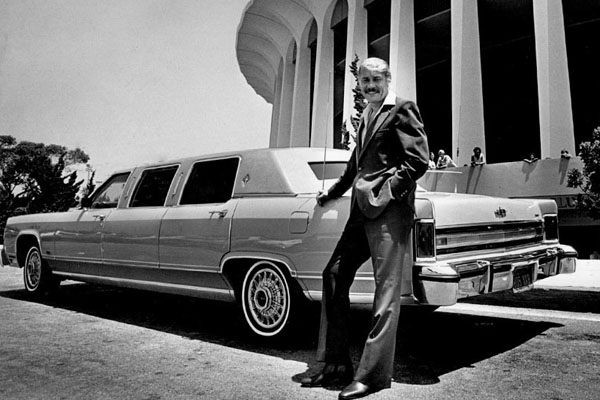 Lakers owner Jerry Buss outside the Forum in 1979.