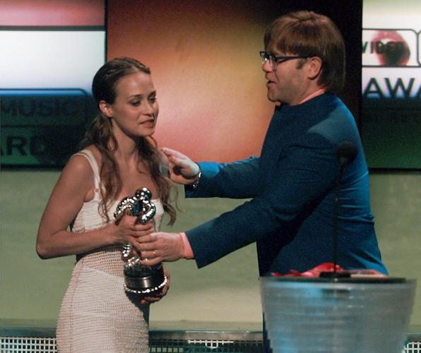 Elton John presents the award to Fiona Apple for best new artist in a video during the MTV Video Music Awards in 1997.