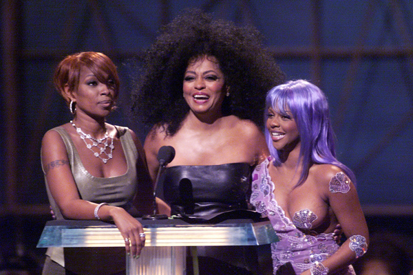 Mary J. Blige (left), Lil' Kim (right) and Diana Ross presenting the award for best hip hop video during the 1999 MTV Music Video Awards.