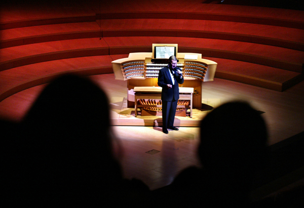 Organist Frederick Swann introduces his program during the recital that officially inaugurates the Disney Hall organ.