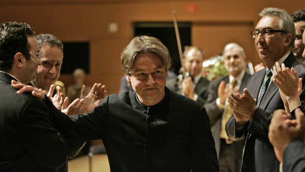 Esa–Pekka Salonen leaves the stage after his final performance as musical director.
