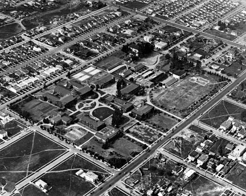 A 1922 aerial photo of the Vermont Avenue campus of the University of California, Southern Branch. It was renamed UCLA in 1927.