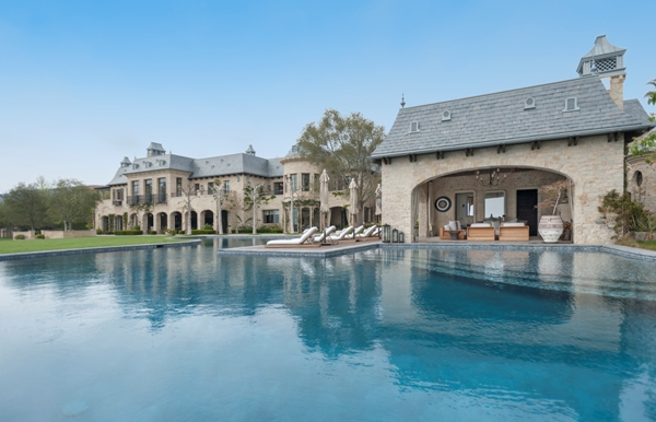 Dr. Dre purchased the Brentwood estate of Tom Brady and Gisele Bundchen for $40 million.
