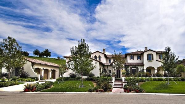 Justin Bieber buys the Spanish-style home formerly owned by Nicole Murphy. It was later sold to Khloe Kardashian.