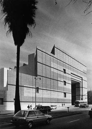 Traffic streams past LACMA's Anderson Building in January 1987.