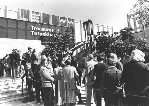 "Museum- goers line up to see LACMA's 1978 exhibit ""Treasures of King Tutankhamun."""