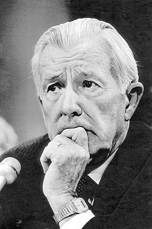 Former White House Chief of Staff Donald Regan testifies before the joint Iran Contra committee in 1987.