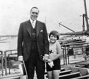 Nancy and her father Kenneth Robbins in Chicago in 1929