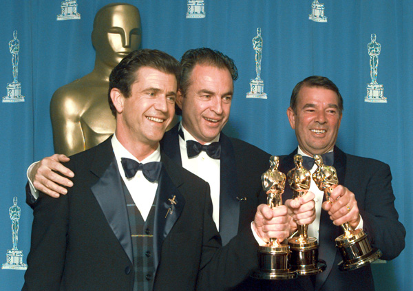 "Mel Gibson, left, Bruce Davey, center, and Alan Ladd Jr. with their Oscars for ""Braveheart."""