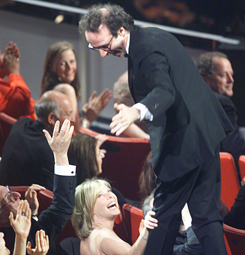 "Robert Benigni takes an unconventional route to the stage after his ""Life Is Beautiful"" wins for foreign-language film."