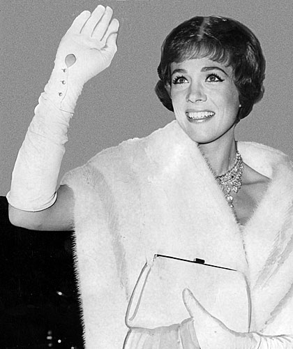 Julie Andrews waves as she arrives at the Oscars ceremony.