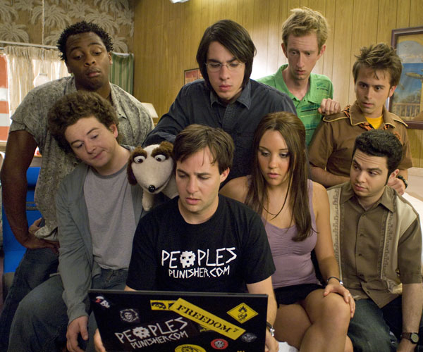 "Co-eds Embele (Donte Bonner), left, Jeremy (Adam Hendershott), Gurkin (Danny Strong), Lenny (Jack Carpenter), Sydney White (Amanda Bynes), Terrance (Jeremy Howard), George (Arnie Pantoja) and Spanky (Sam Levine) in ""Sydney White."""