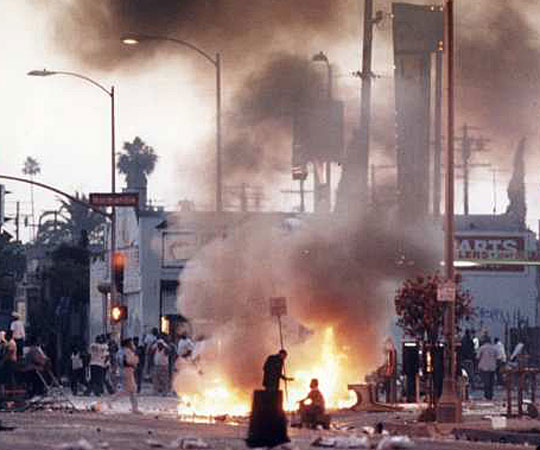 Rioters at the intersection of Florence and Normandie. (April 29, 1992)