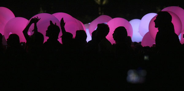 Fans listen to Arcade Fire amid balloons in 2011.