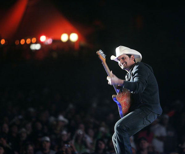 Brad Paisley at Stagecoach in 2009.