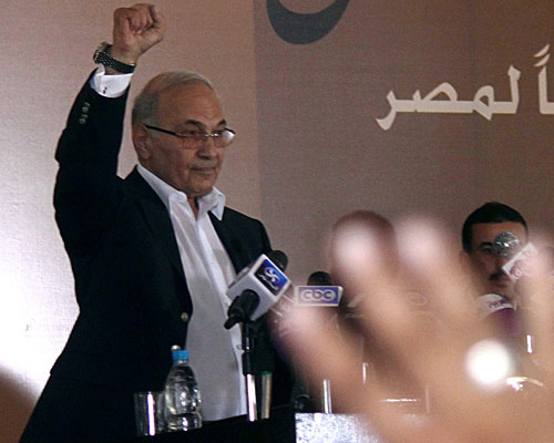 Egyptian presidential candidate Ahmed Shafik greets supporters at a news conference in Cairo.