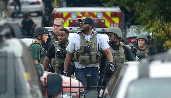 Law enforcement personnel respond to an attack on office workers at Washington Navy Yard on September 16, 2013.