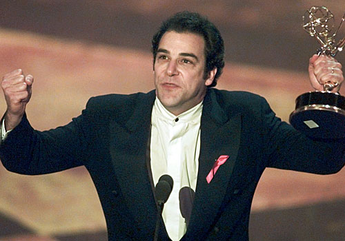 "Mandy Patinkin accepts his Emmy for actor in ""Chicago Hope."""