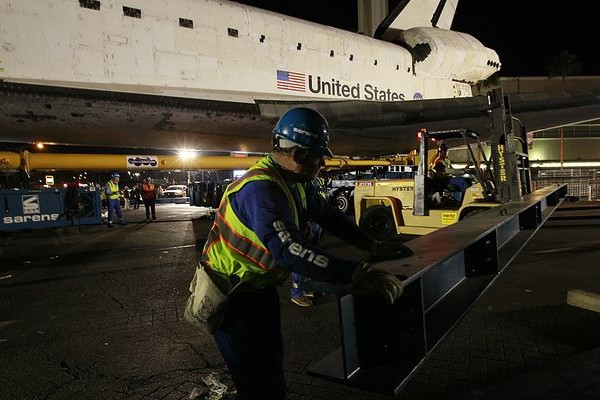 Crews work to prepare Endeavour for its final run down Martin Luther King Jr. Boulevard.