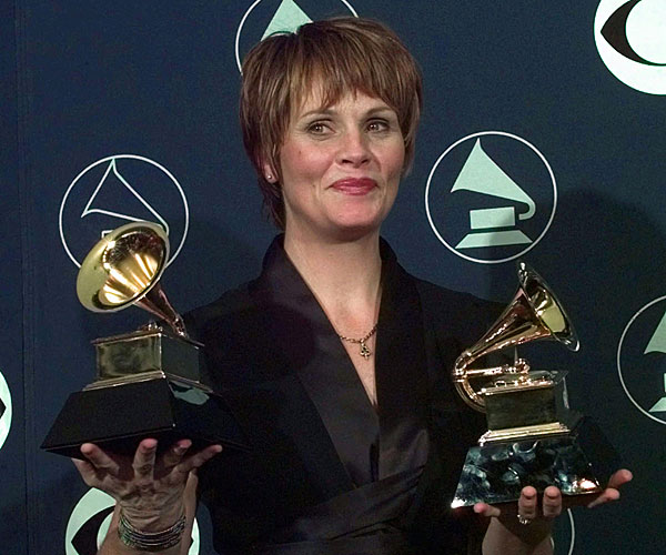 Shawn Colvin won two Grammys at the 1998 Grammy Awards at New York's Radio City Music Hall.