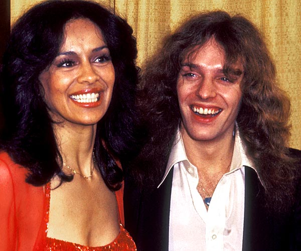 Singer Marilyn McCoo and musician Peter Frampton attend the 1977 Grammy Awards at the Hollywood Palladium.